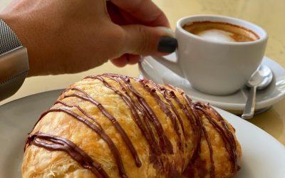 Croissant & Macchiato